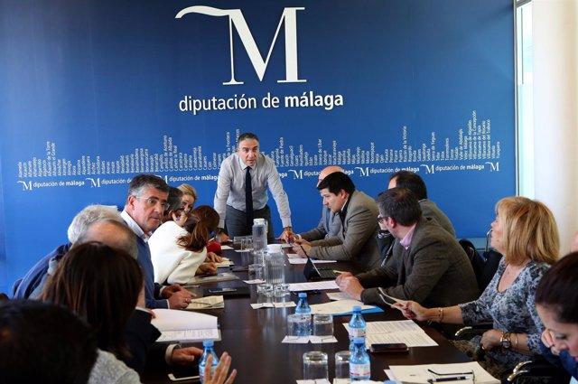El presidente de la Diputación, Elías Bendodo, preside la junta de gobierno loc