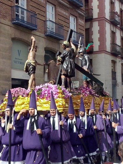 """El número de penitentes en Murcia sigue """"al alza"""" en Murcia en una Semana Santa con más visitantes"""
