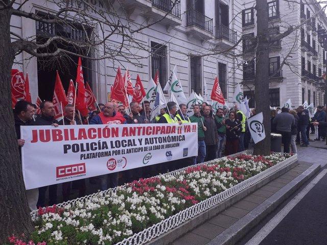 Concentración de policías locales ante la Delegación de Gobierno