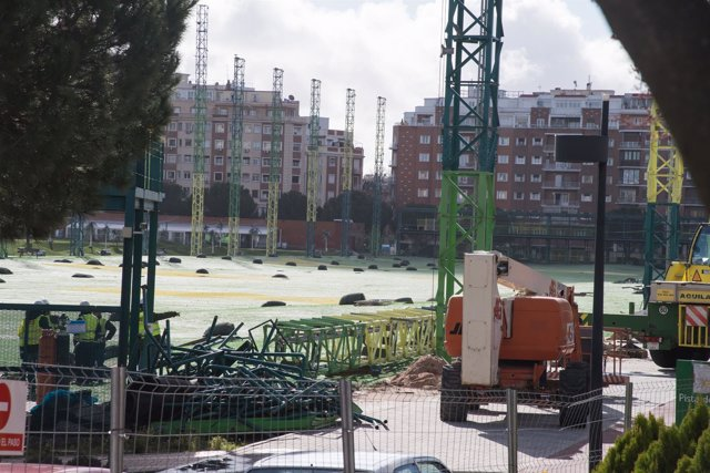 Imagen de los trabajos para demoler campo de golf de Chamberí 12-3-2018