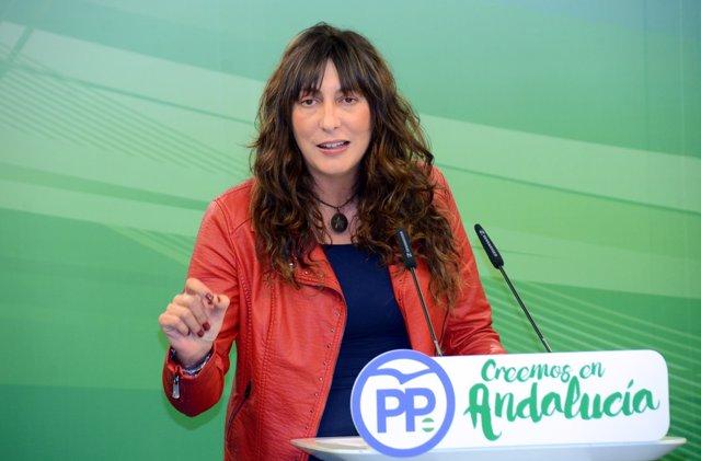 En rueda de prensa, la secretaria general del PP-A, Loles López
