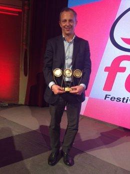 Portavoz triunfa en el Smile Festival con tres premios