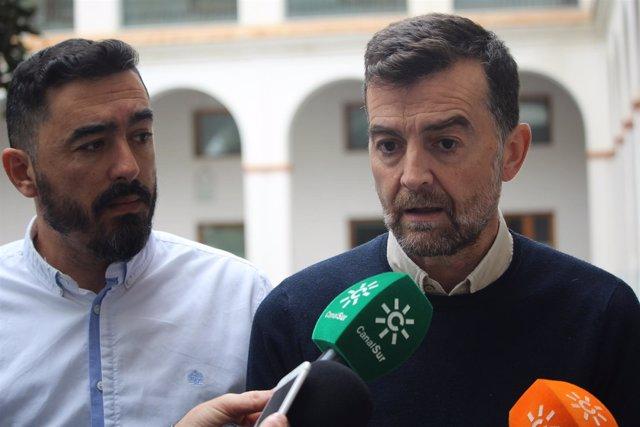 El coordinador general de IULV-CA, Antonio Maíllo, atiende a los medios