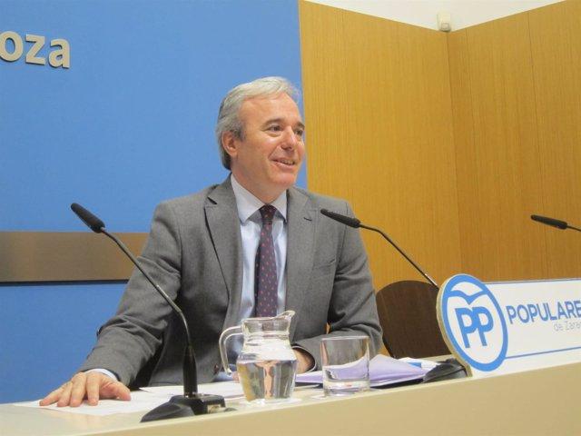 El portavoz del PP, Jorge Azcón, ha pedido al alcalde diálogo