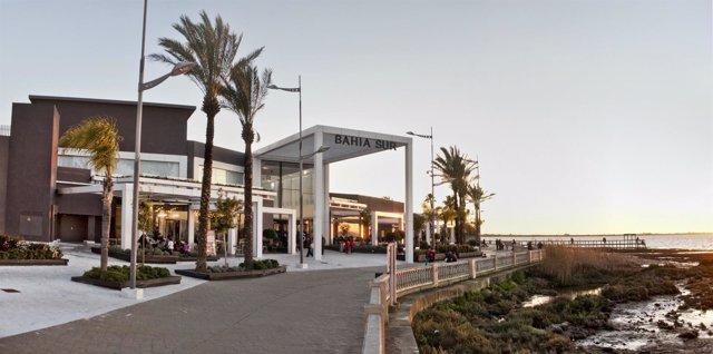 Fachada exterior del centro comercial de Bahía Sur, en San Fernando (Cádiz)
