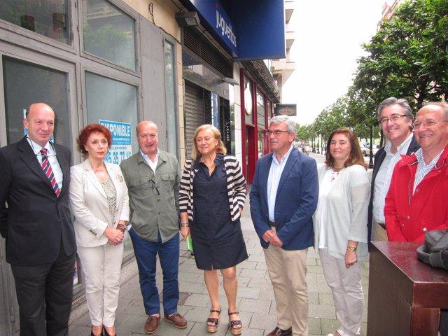 Mariano Con Cherines Y Otros Concejales, Incluido Manolo Del Castillo (El De La