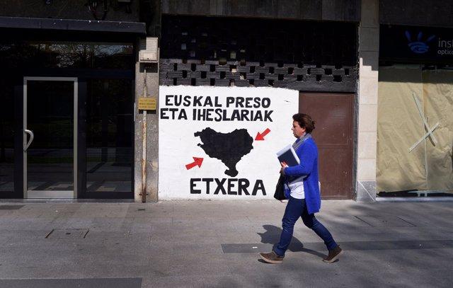 Pintada a favor del acercamiento de presos de ETA a Euskadi