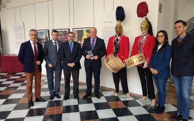 La exposición 'Pasos y misterios' hace un recorrido por la Semana Santa de Andalucía y Sicilia