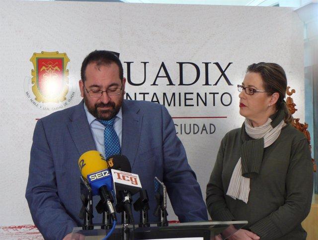 Visita del delegado de Educación a Guadix