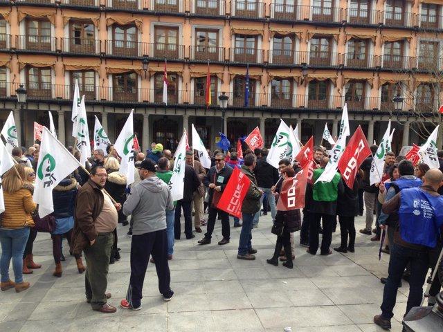 Manifestación por la jubilación anticipada de los policías locales en Toledo