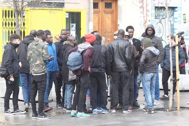 Concentración de ciudadanos en Lavapiés (Madrid) tras los disturbios