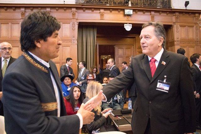 Evo Morales y Roberto Ampuero