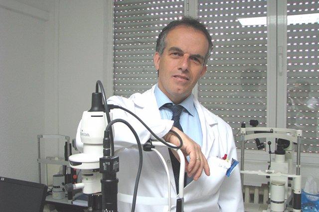 El oftalmólogo David Díaz Valle del Hospital Clínico San Carlos