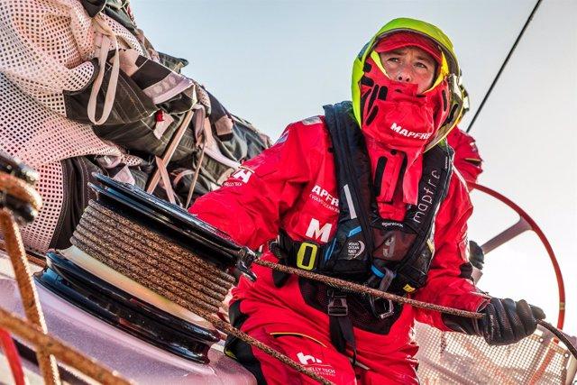 Tamara Echegoyen trimando a bordo del 'MAPFRE'