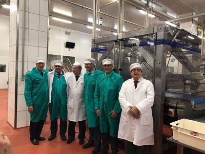La Diputación de Huelva, el puerto y el Ayuntamiento de Jabugo visitan en Murcia la sede central de El Pozo