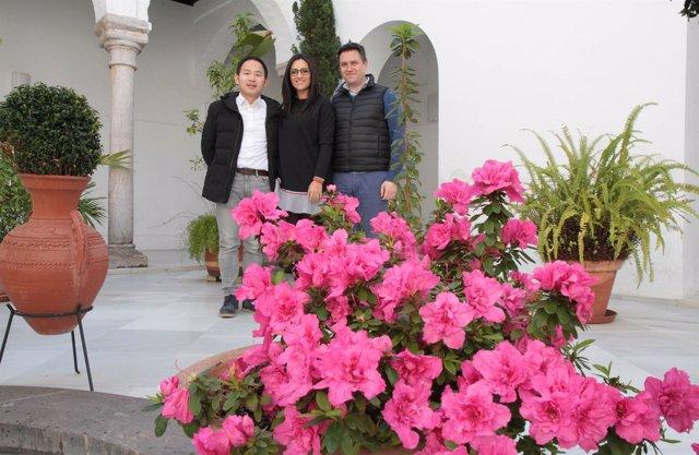 Gónzalez, con los representantes de la firma hotelera