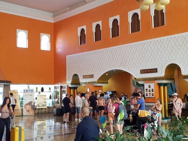 Llegada de turistas al hotel Playacálida, de cuatro estrellas