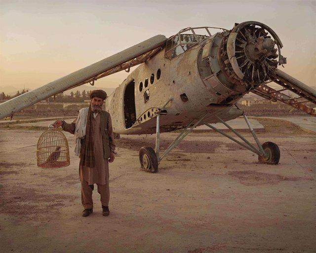 Fotografía de la exposición 'Genocidio, paisaje y memoria' de Simon Norfolk