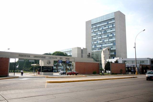 FACHADACAMPUS UNIVERSITADIOPONTIFICIA UNIVERSIDAD CATOLICA DEL PERU