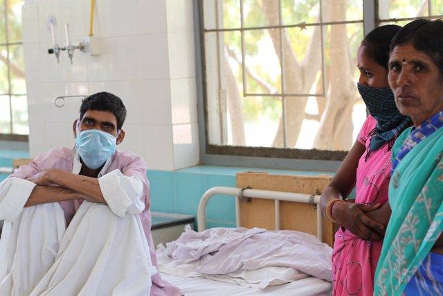 Paciente con tuberculosis en el hospital de Bathalapalli