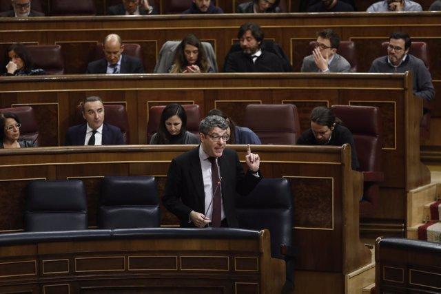 Álvaro Nadal interviene en la sesión de control al Gobierno en el Congreso