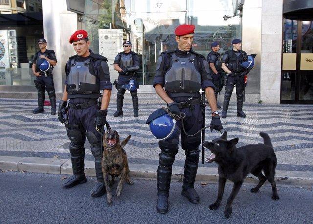 Policía en Lisboa