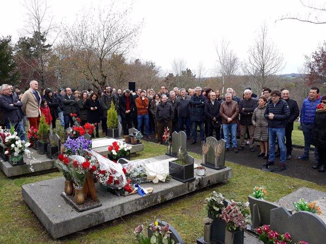 Ofrenda floral del PSE-EE en memoria de Froilán Elespe.