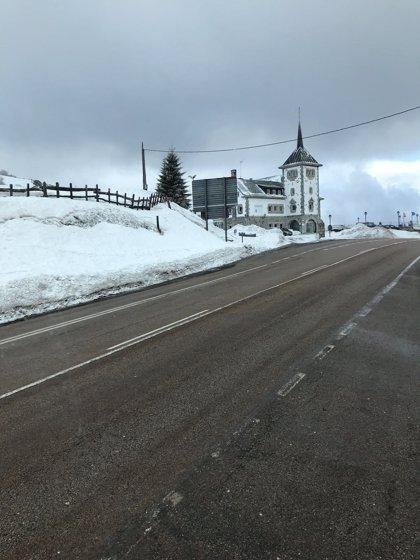 Siete puertos de montaña asturianos permanecen cerrados por la nieve