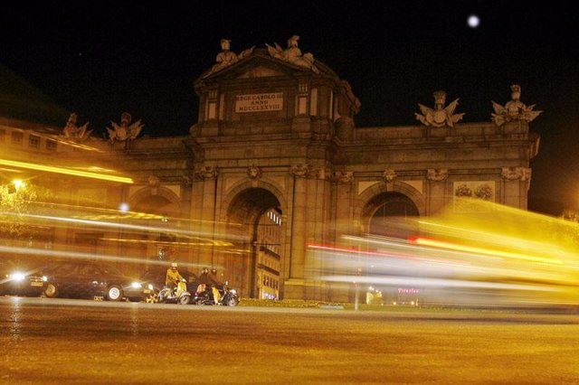 Puerta de Alcalá por la noche