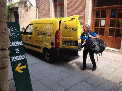 Correos reanuda el transporte de mochilas entre etapas del Camino Santiago en La Rioja