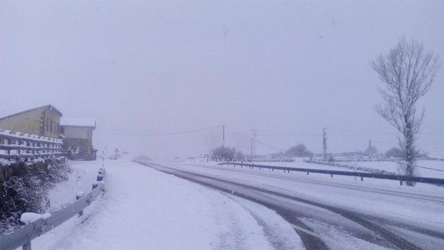 Nieve en carreteras de Cantabria