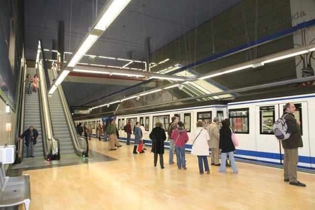 Andén de una estación de Metro de Madrid