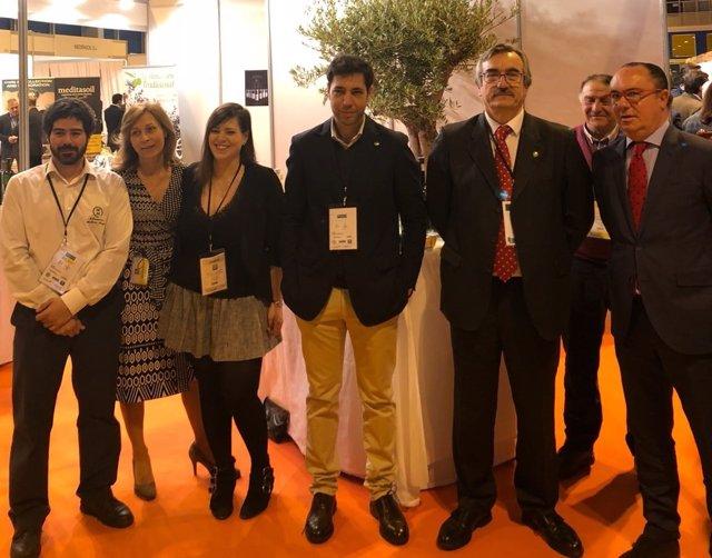 Antonio Cabezas, con los representantes del sector oleícola extremeño en Madrid