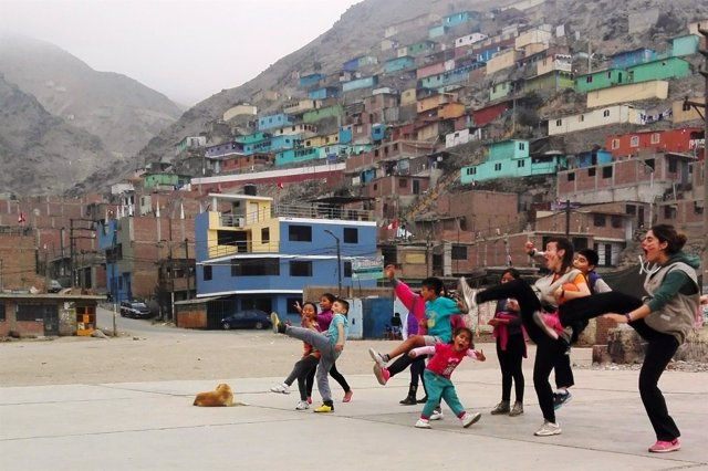 Imagen de Archivo. Jóvenes cooperantes en Perú