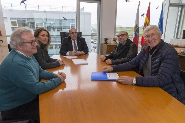 Oria se reúne con representantes de Picos de Cabariezo