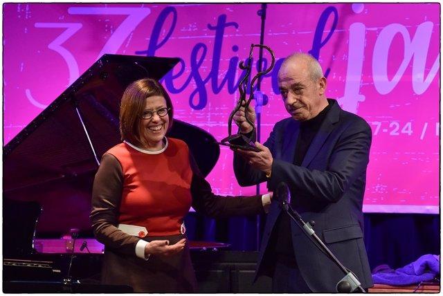 Entrega del galardón al músico Pau Bombardó en el Festival Jazz Terrassa