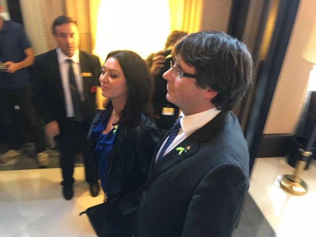 El presidente Carles Puigdemont y su esposa Marcela Topor