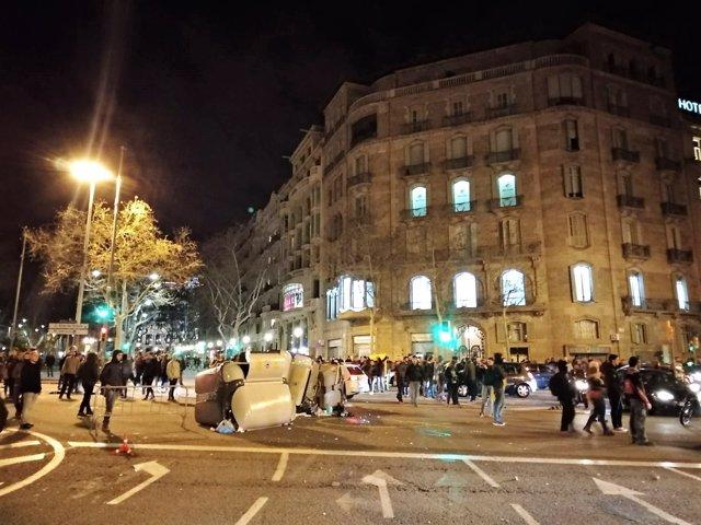 Manifestantes en Diagonal-Paseo de Gràcia