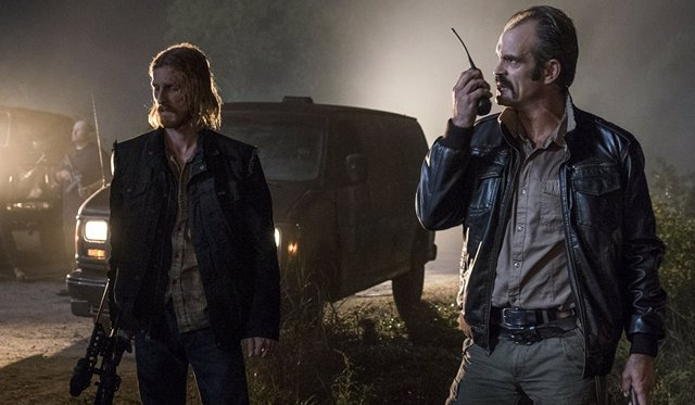 Steven Ogg y Austin Amelio en The Walking Dead