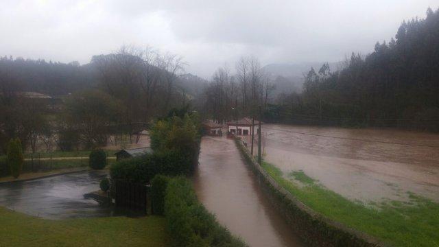 Río Linares desbordado.