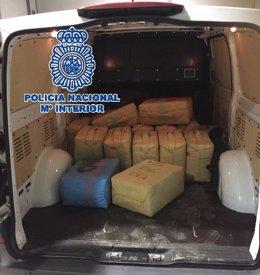 Furgoneta con droga incautada por la policía nacional