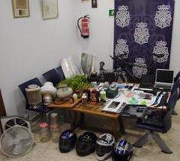 Efectos incautados por la policía nacional de málaga en vivienda okupa en ronda