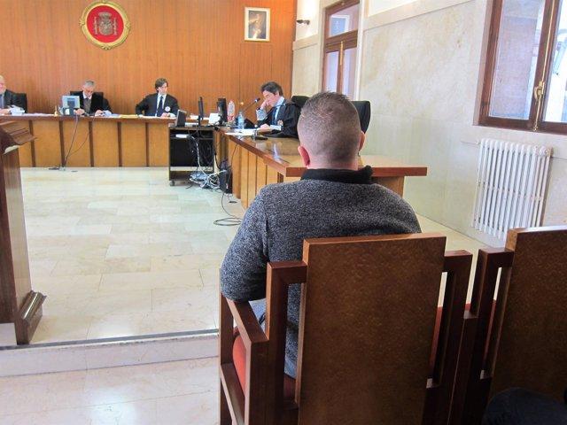 El acusado de apuñalar a un menor, en el juicio en la Audiencia