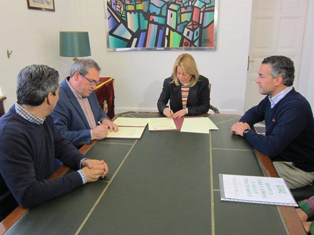 Firma del convenio entre Ayuntamiento de Cáceres y DOP Torta del Casar