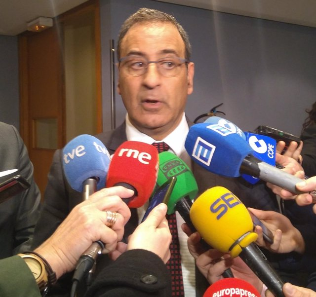El consejero de Infraestructuras, Fernando Lastra