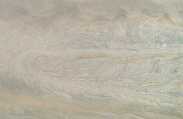 Movimiento ciclónico de 'Fantasma STB' en Júpiter, captado por Juno de la NASA
