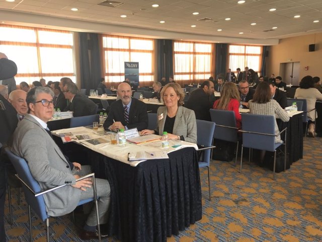 La presidenta de la APA participa en un encuentro empresarial