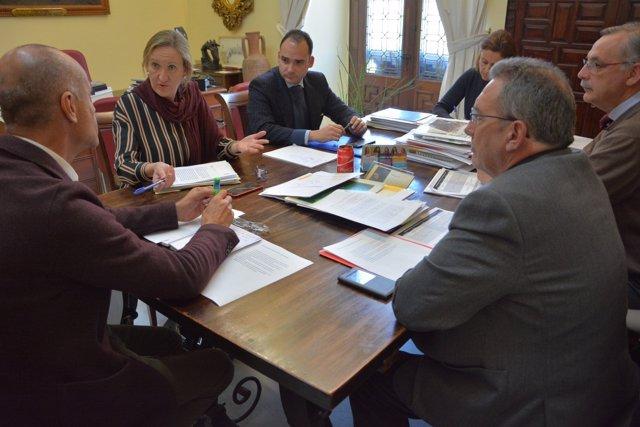 Nueva reunión entre Muñoz y el PP