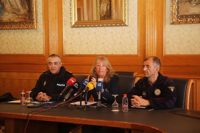 Muñoz alcaldesa de Marbella informa de nuevas plazas policía local y bomberos