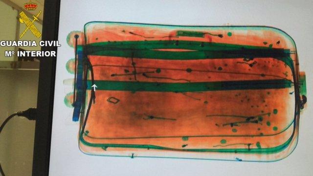 Cocaína impregnada en ropa de equipaje